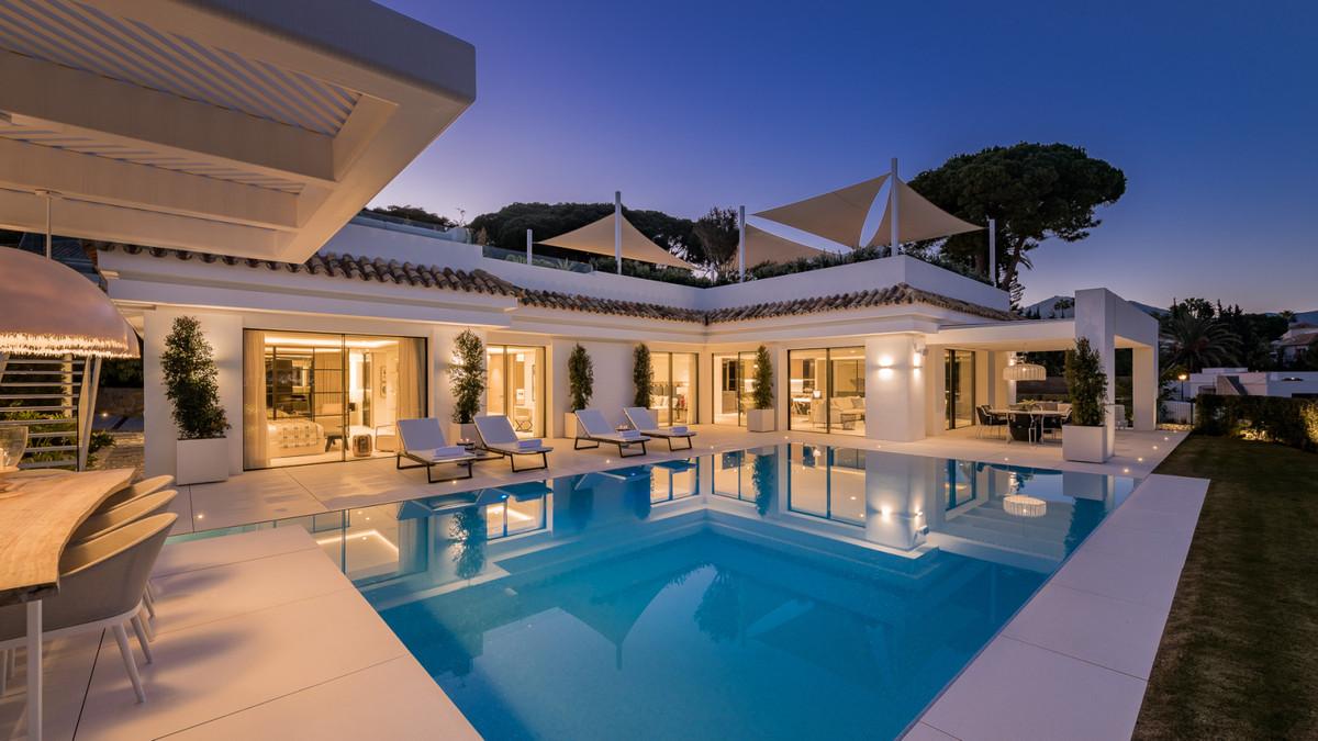 Detached Villa for sale in Nueva Andalucía R3783628