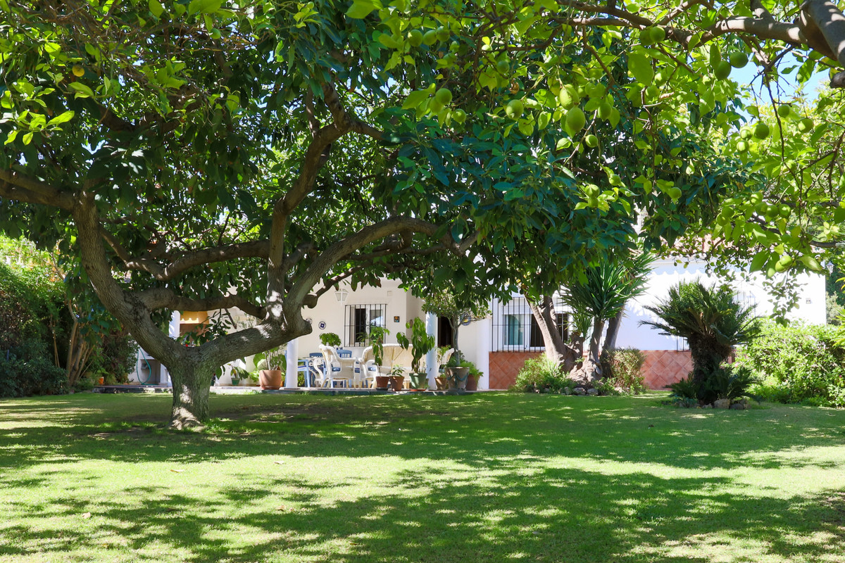 House in Aloha R3733435 10