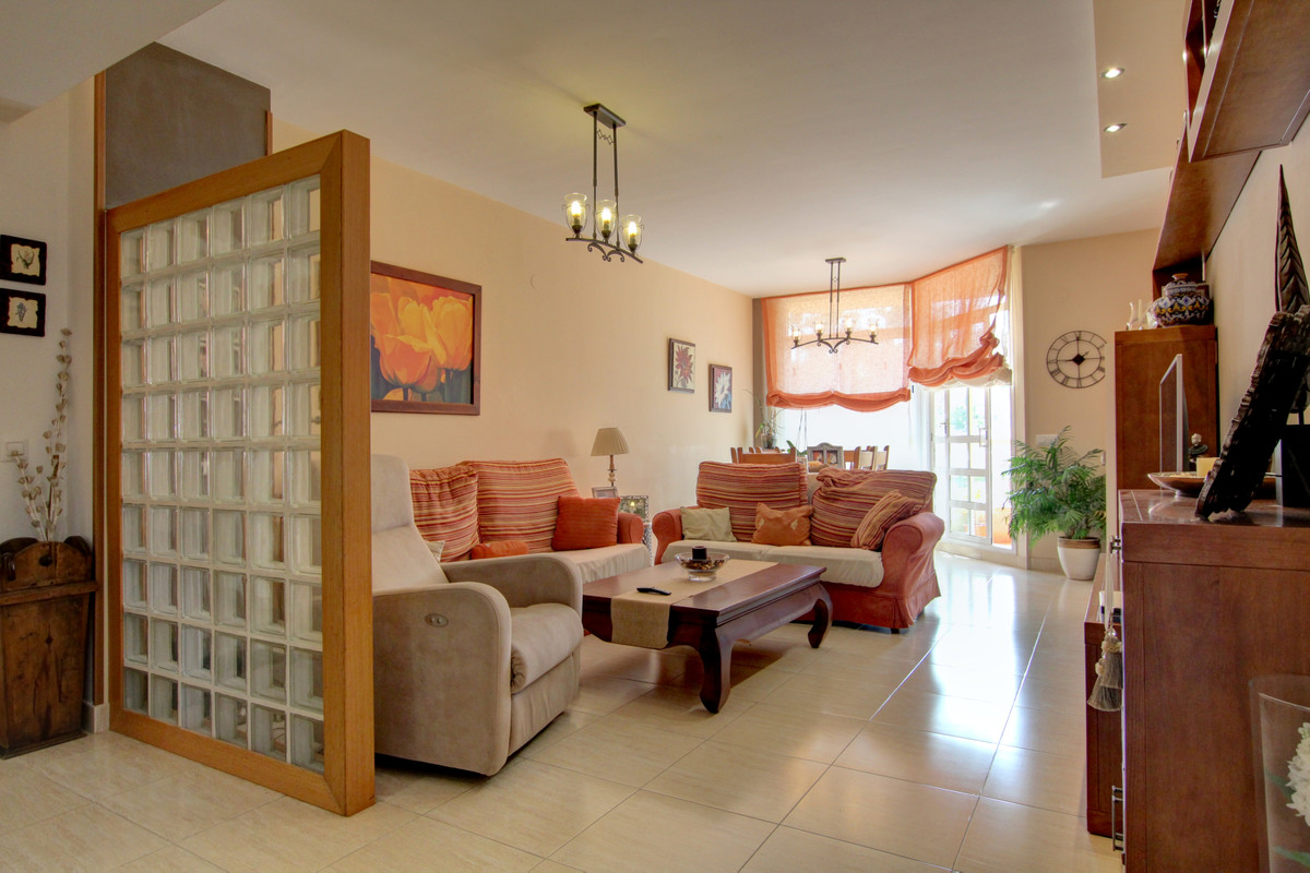 This beautiful apartment is located in a quiet and residential environment, very close to restaurant,Spain