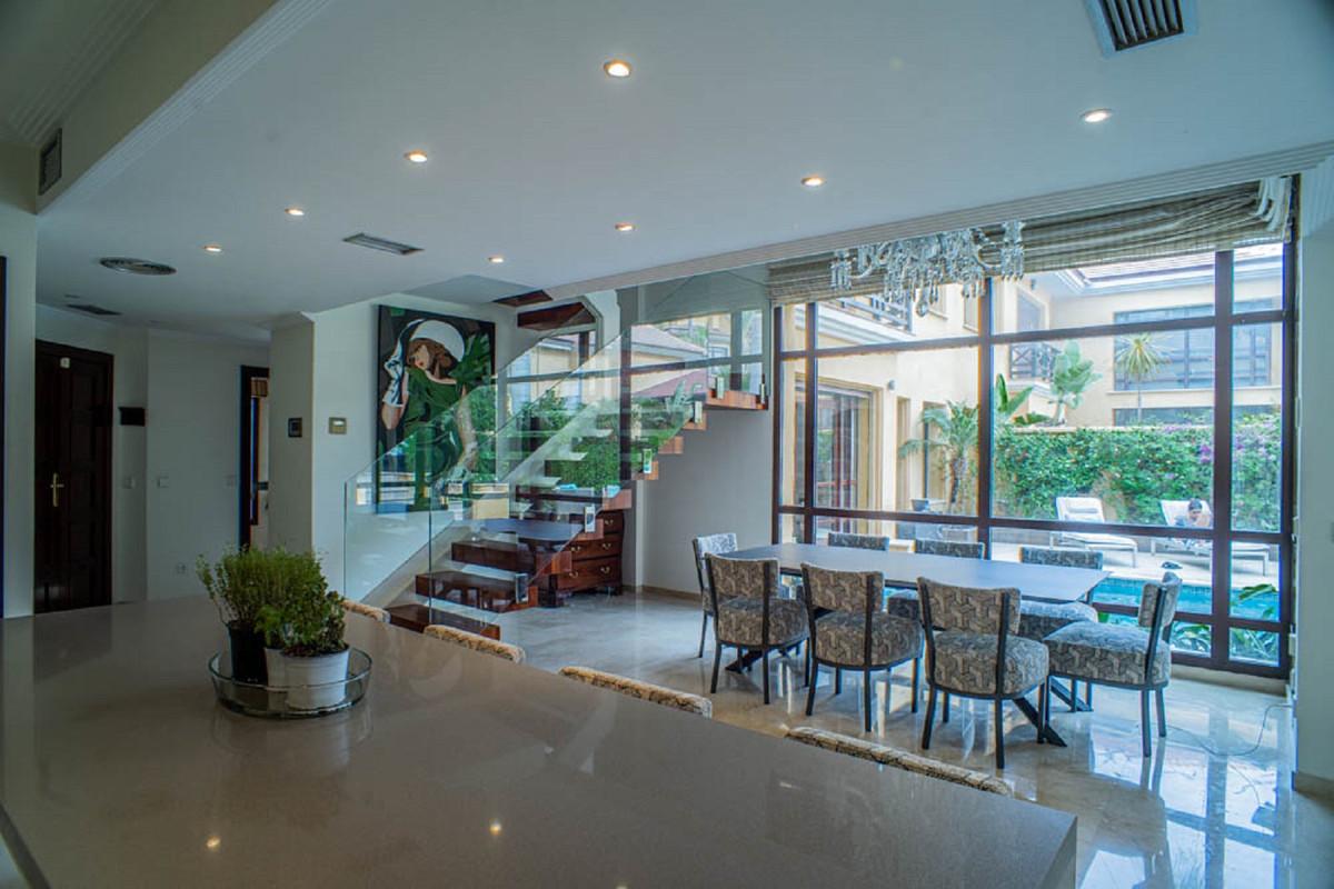 House in Nueva Andalucía R3912652 19
