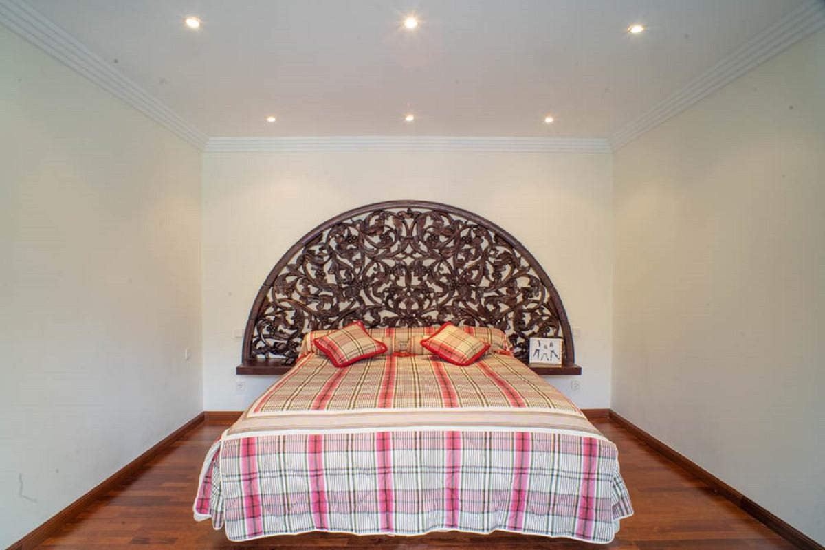 House in Nueva Andalucía R3912652 27