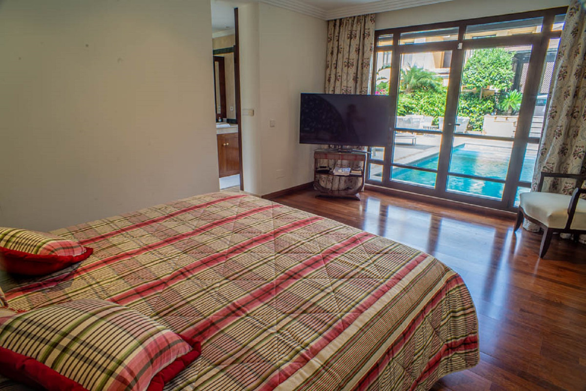 House in Nueva Andalucía R3912652 28
