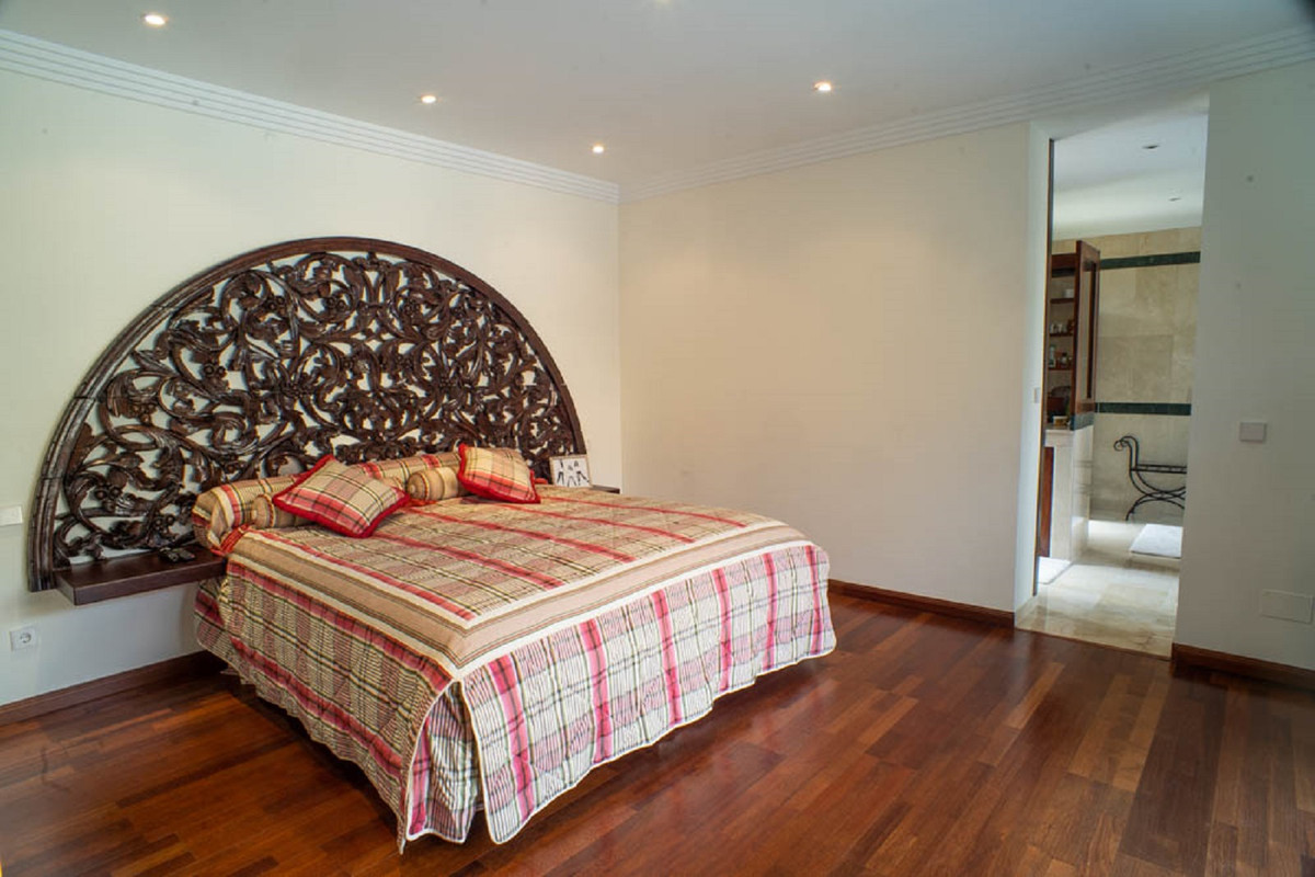 House in Nueva Andalucía R3912652 29