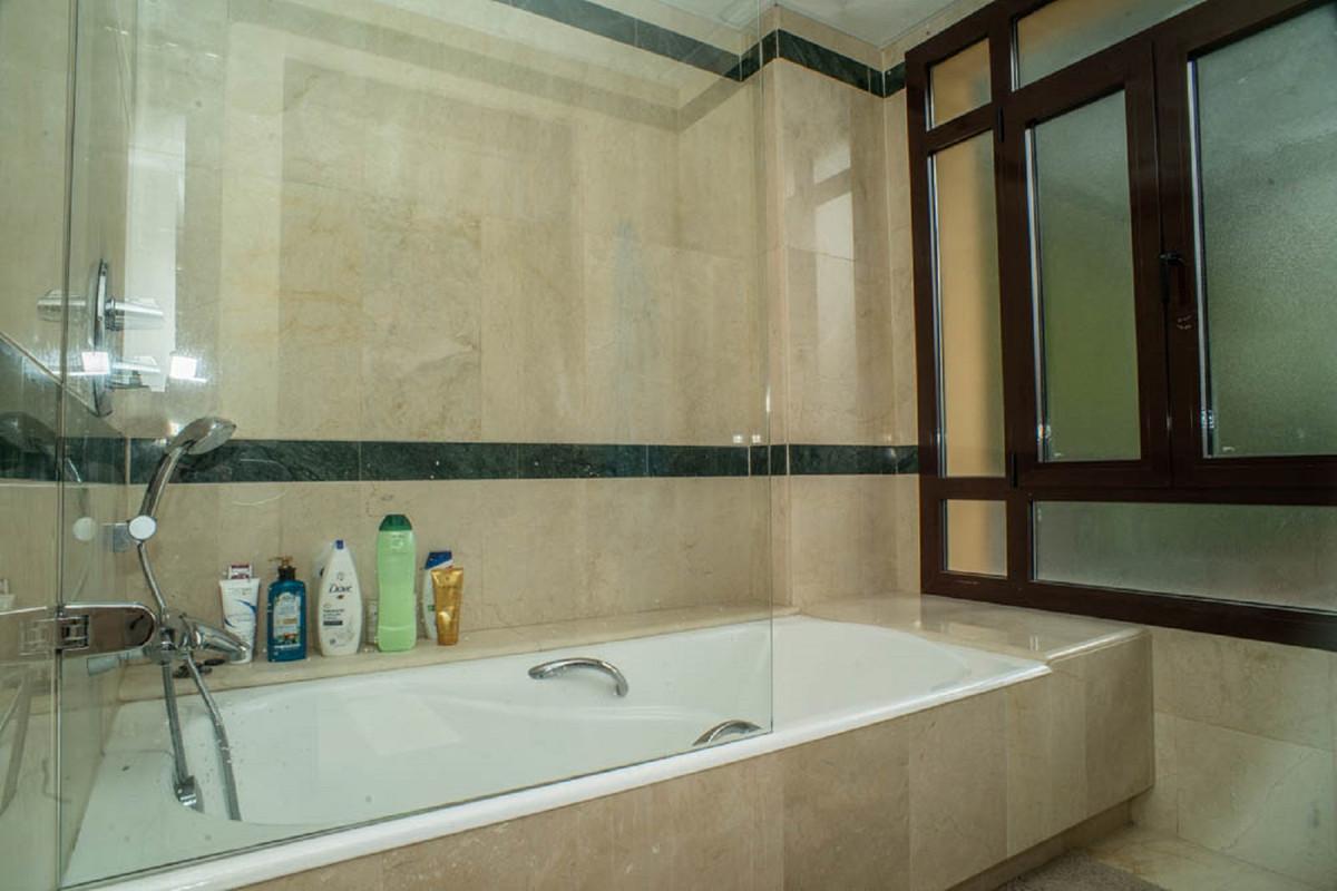 House in Nueva Andalucía R3912652 32