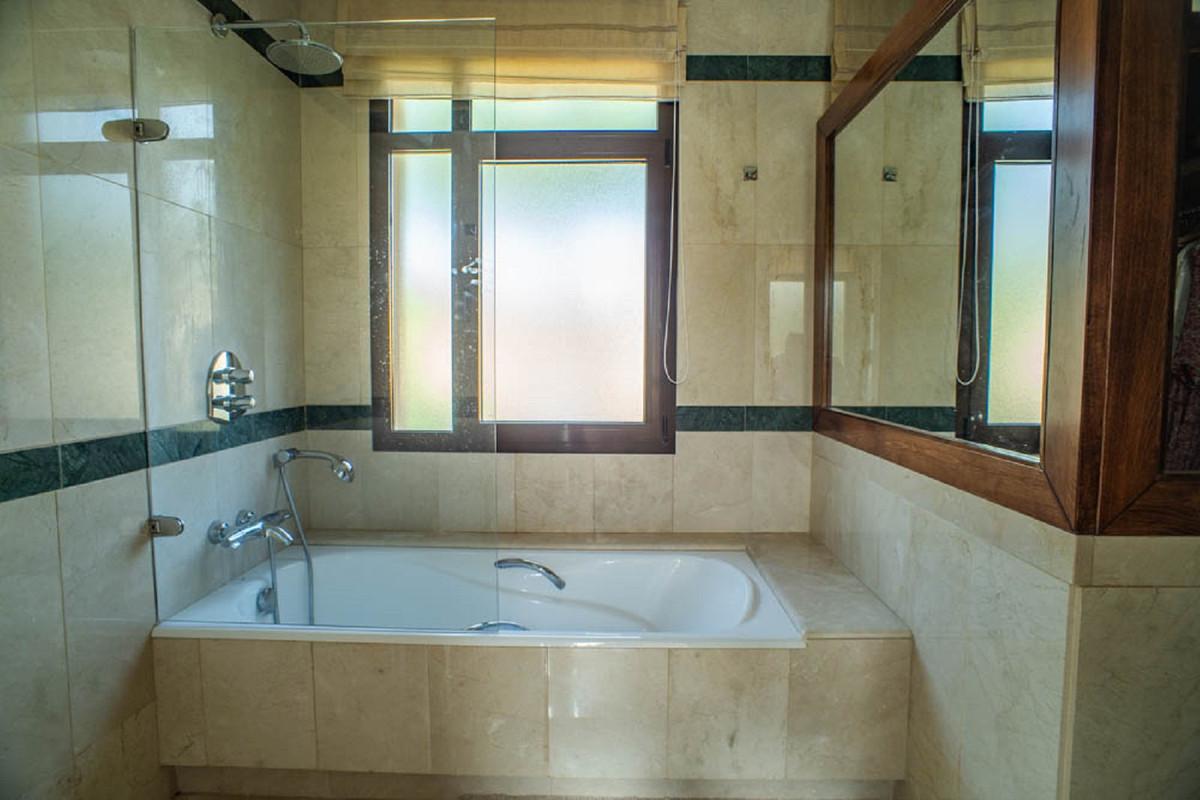 House in Nueva Andalucía R3912652 34