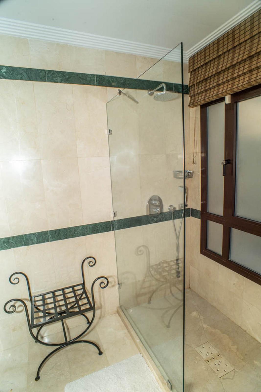 House in Nueva Andalucía R3912652 36