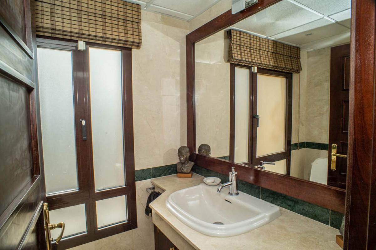 House in Nueva Andalucía R3912652 37