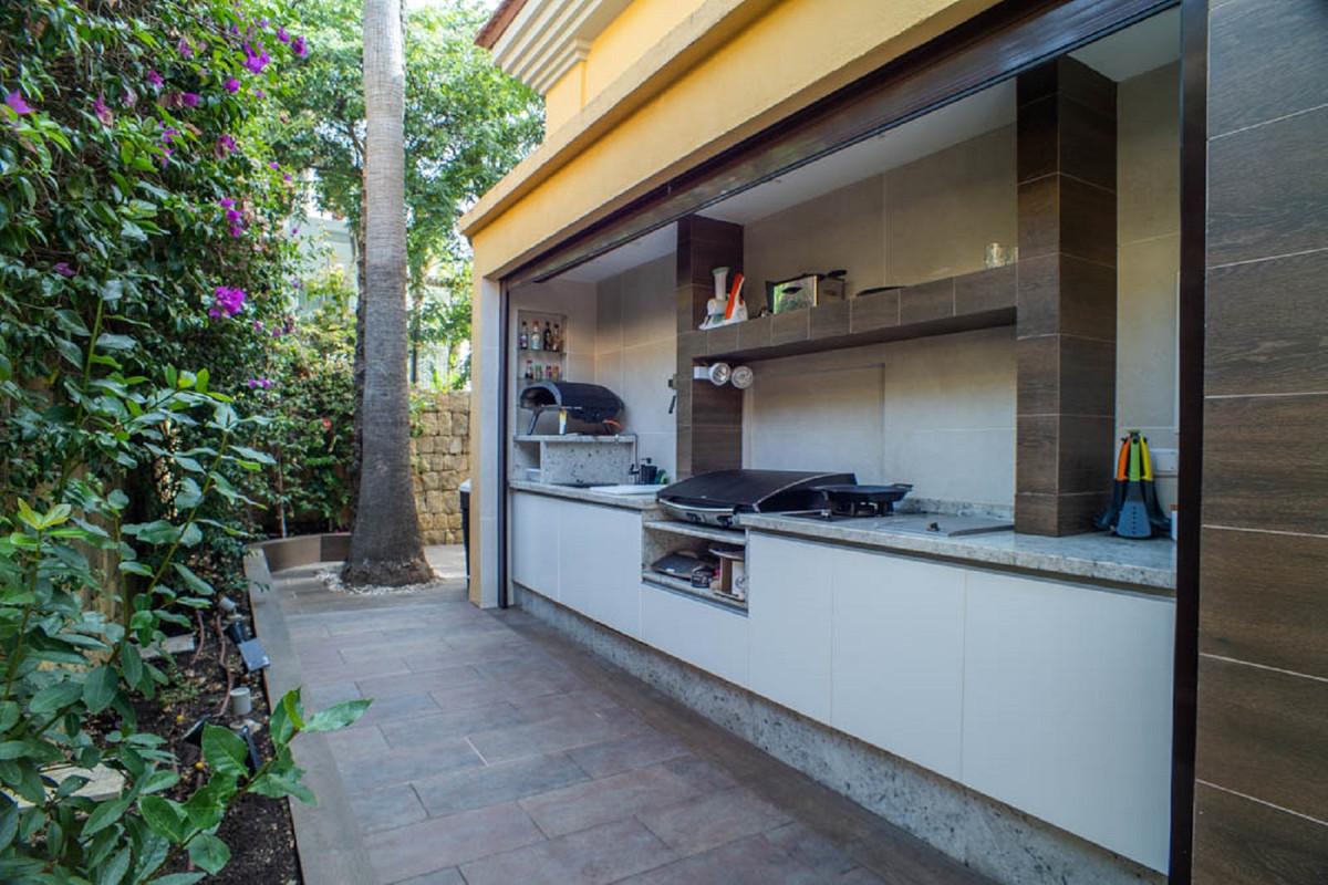 House in Nueva Andalucía R3912652 53