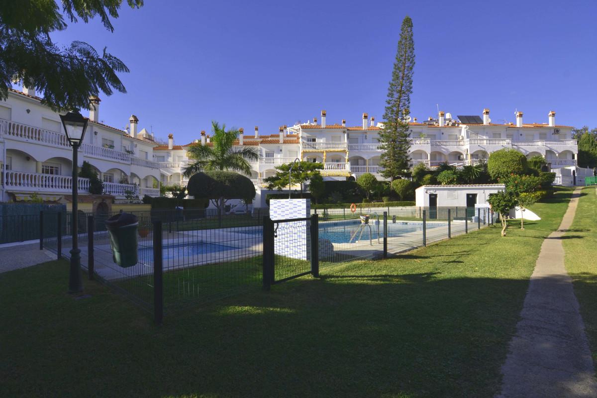Townhouse for sale in the center of Arroyo de la Miel, Benalmadena. 140m2 distributed in open kitche,Spain