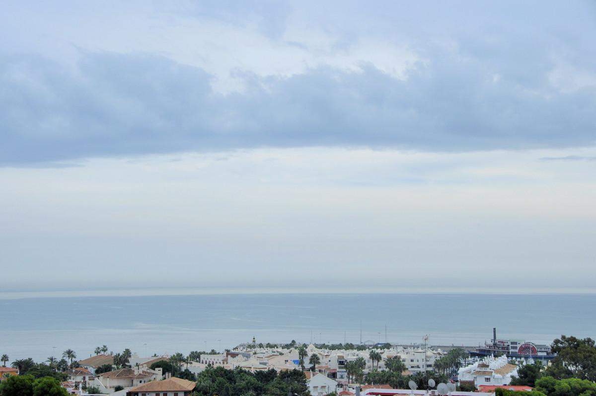 Duplex Penthouse with sea views in Benalmadena Fantastic Duplex Penthouse with sea views, located le,Spain