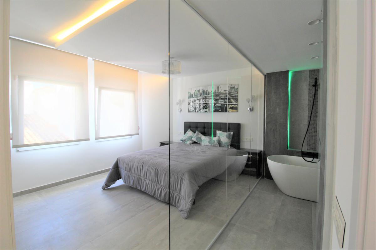 2 Bedroom Middle Floor Apartment For Sale Puerto Banús