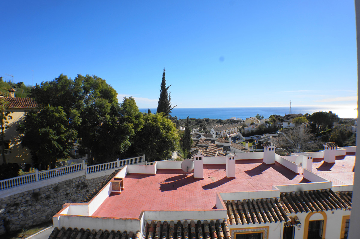 APARTMENT WITH PANORAMIC SEA VIEWS IN A PRIME LOCATION..... This property is a little gem and is nes,Spain