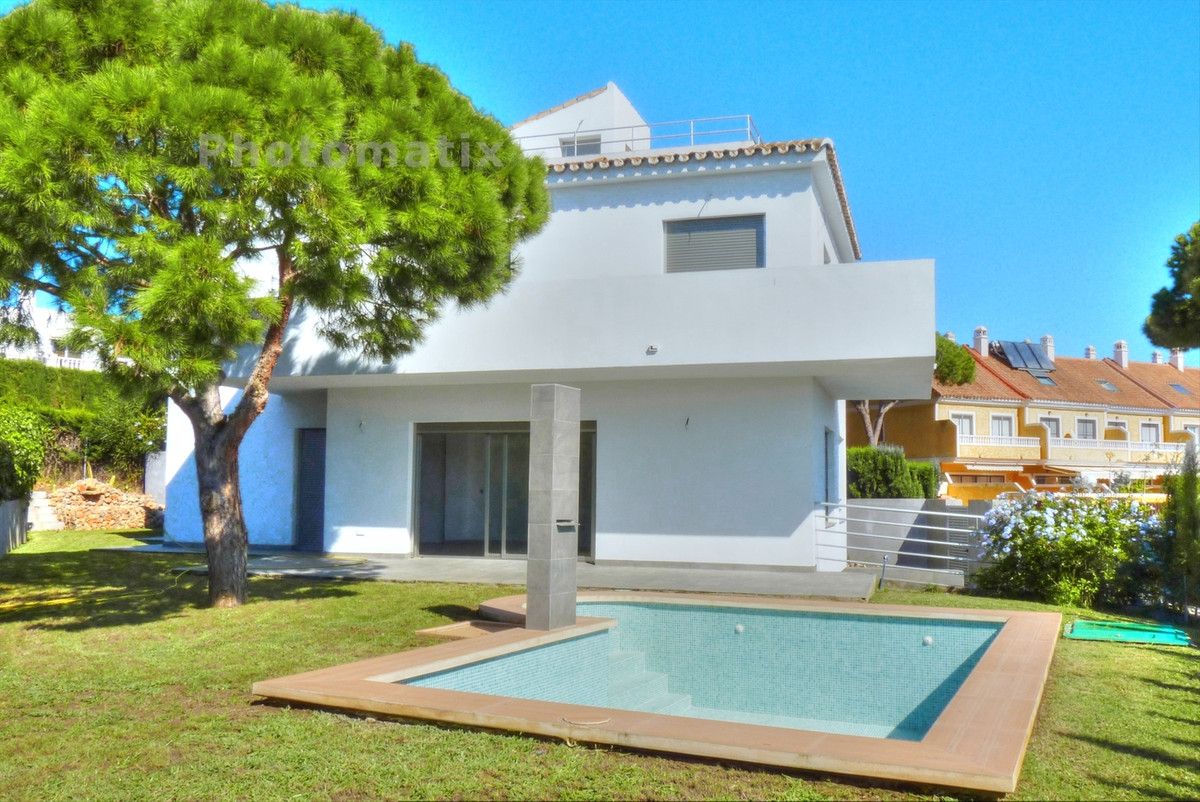 NEW BUILD VILLA WALKING DISTANCE TO EVERTHING. This bright contemporary style villa has just been co,Spain