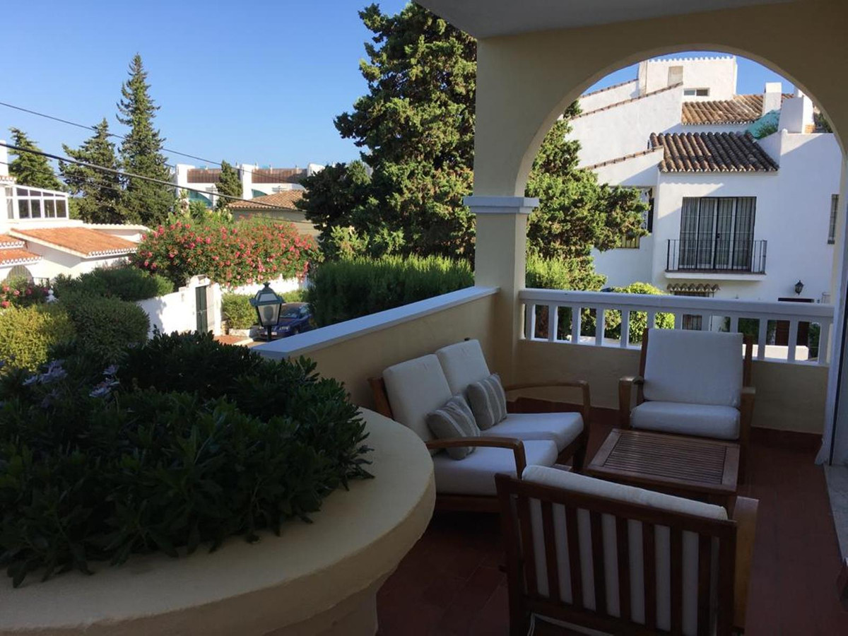 Middle Floor Apartment for sale in Bel Air R3809869