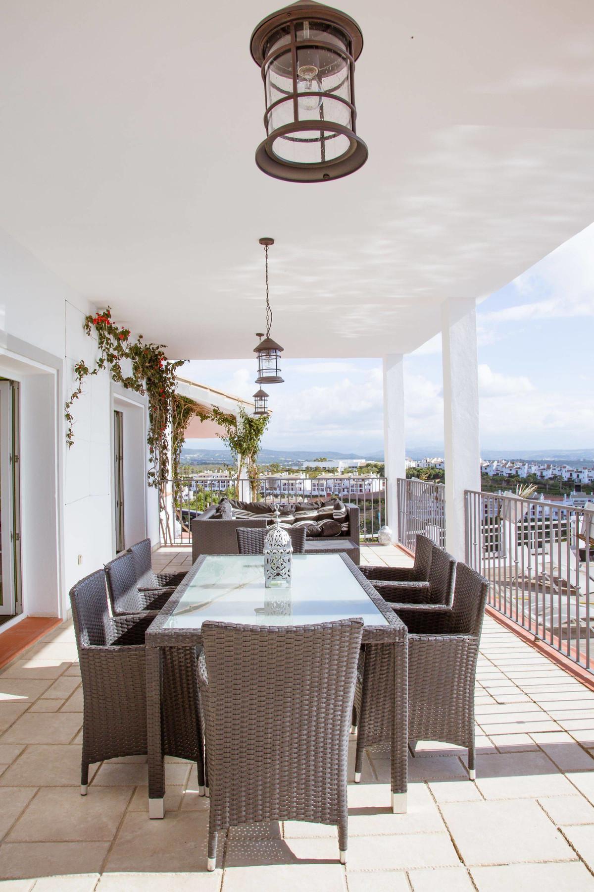 Villa con 5 Dormitorios en Venta La Alcaidesa