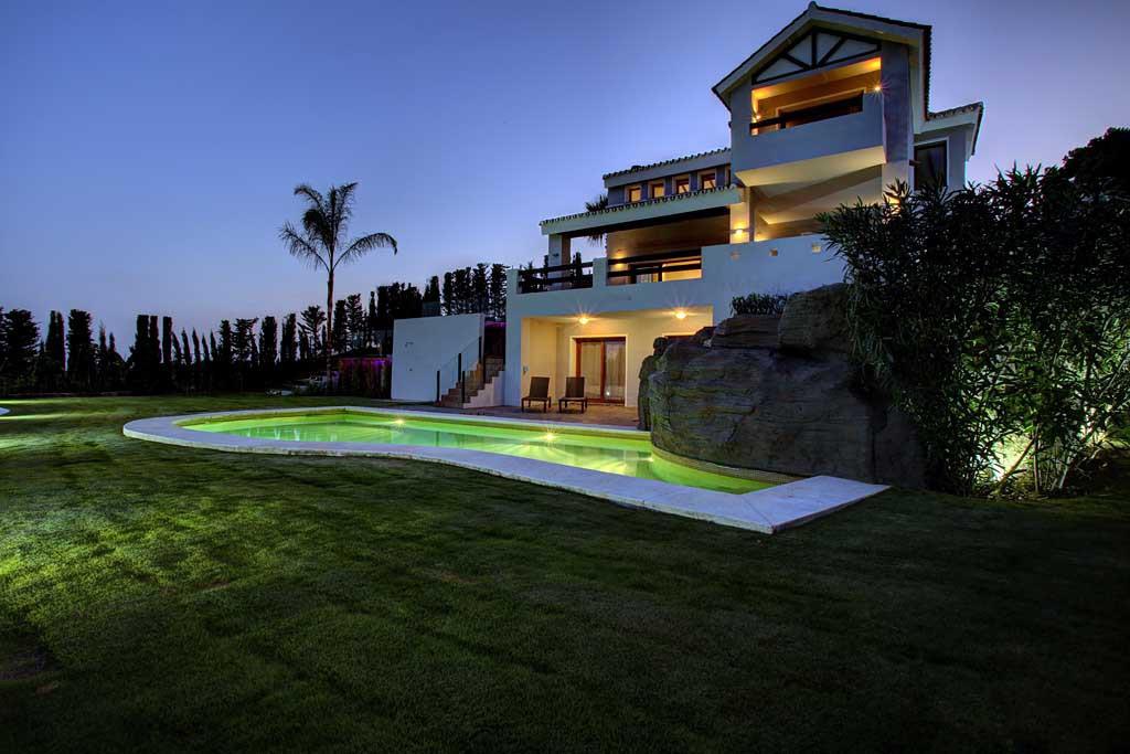 Villa 5 Dormitorios en Venta Selwo