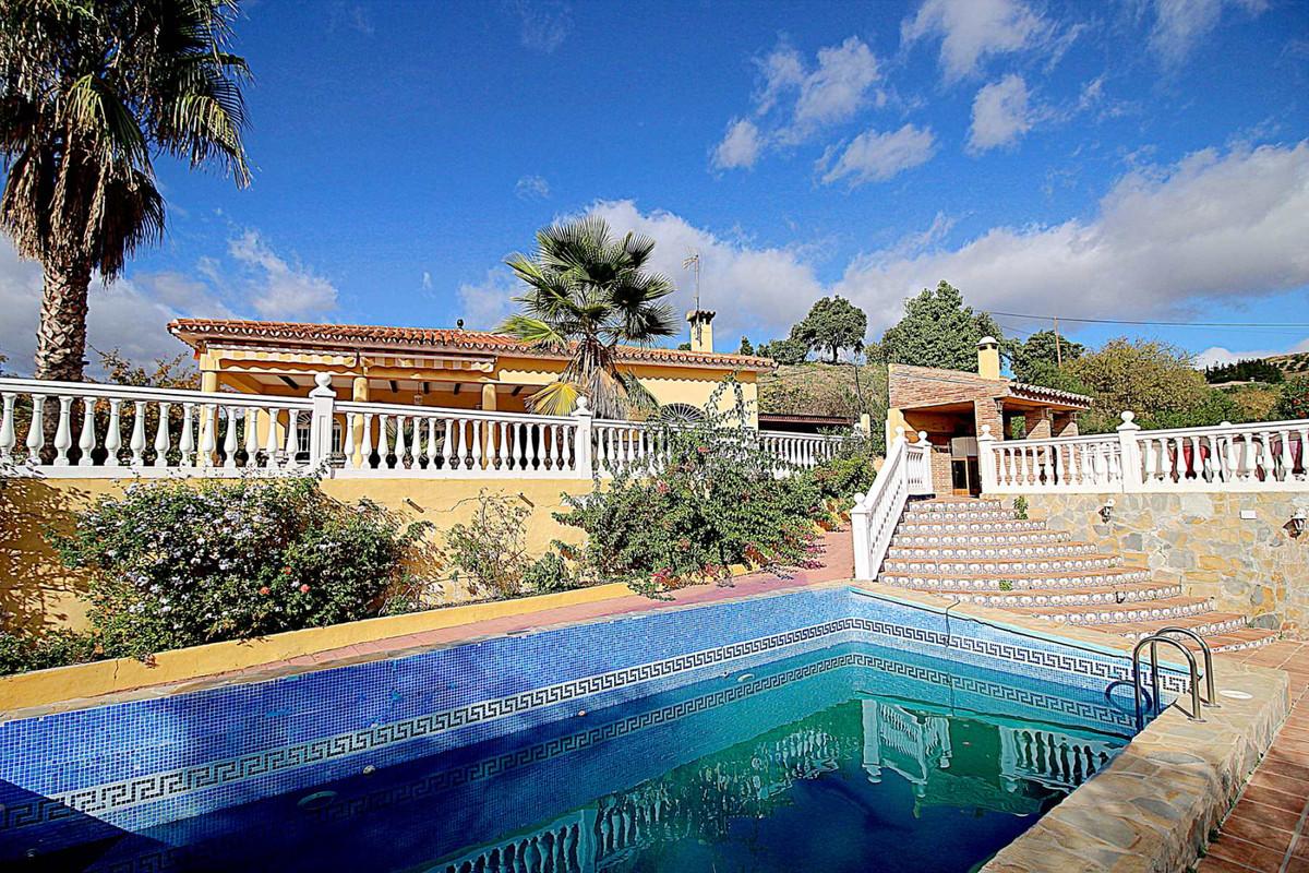 Villa for sale in Guaro
