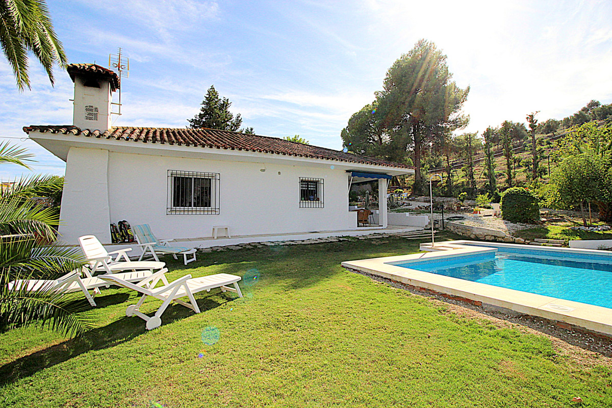 Cosy renovated 2 bedroom country house on a plot of 1,074m2, 110m2 built in small urbanization , Coi,Spain