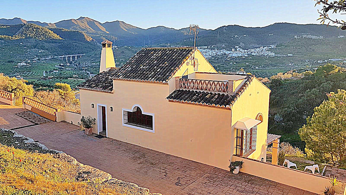 3 bedroom villa for sale monda