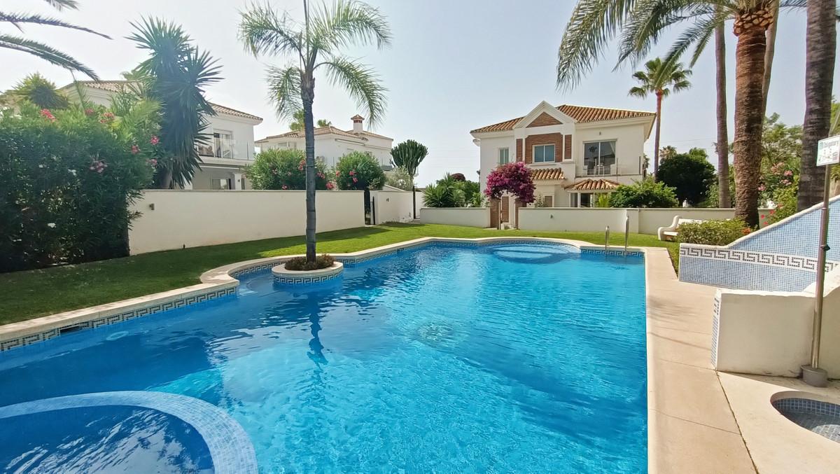 House in Atalaya R3886828 1