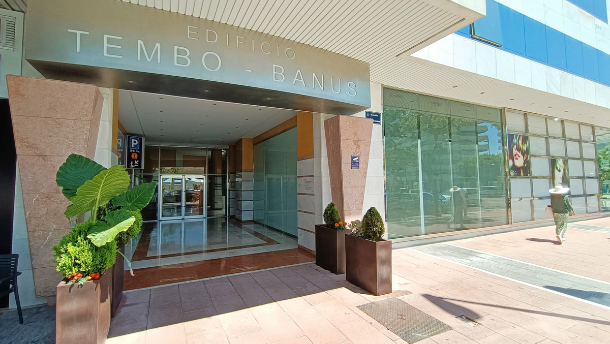 Location location location! Great opportunity to aquire commercial space in a prime location! Tembo ,Spain