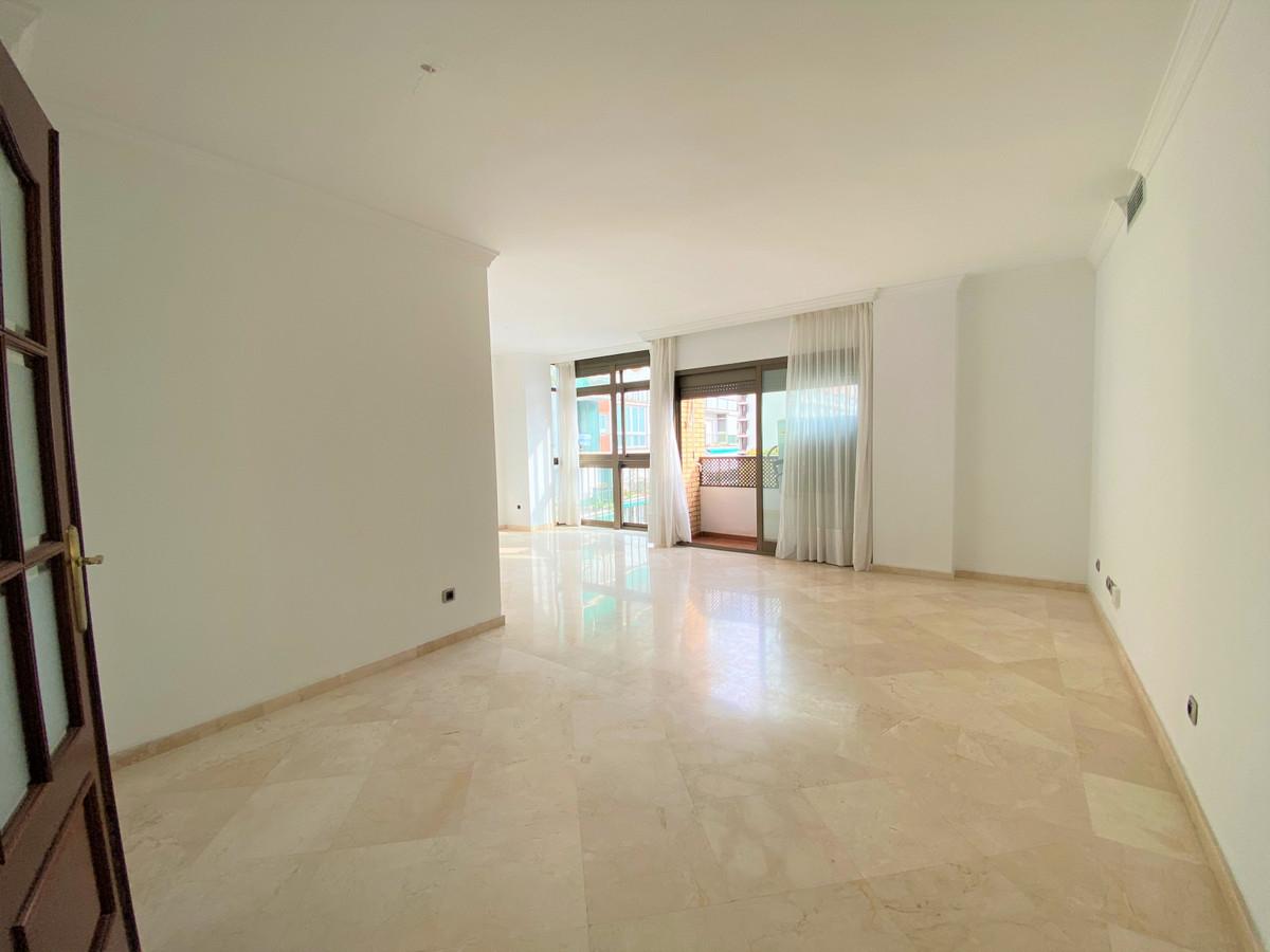 Appartement  Mi-étage en location  à Marbella