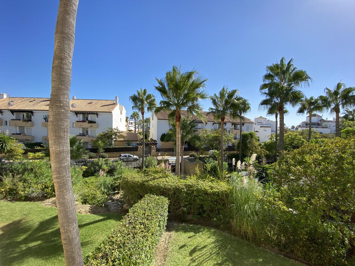 Apartamento, Planta Media  en venta    en Bahía de Marbella