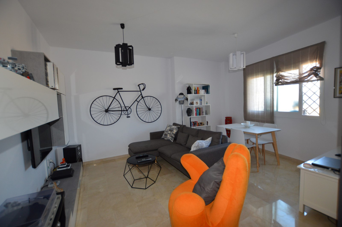 Fancy a modern 1 bed fully furnished apartment within walking distance and close to the heart of Ben,Spain