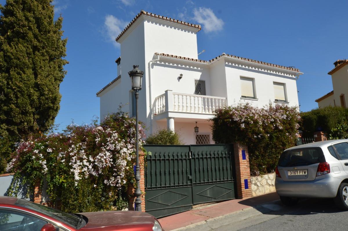 Villa con 6 Dormitorios en Venta Coín