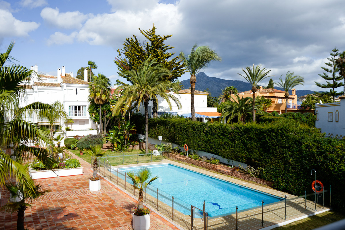 Fantastic apartment in a super location next to the H10 hotel in Nueva Andalucia with only 5 minutes,Spain