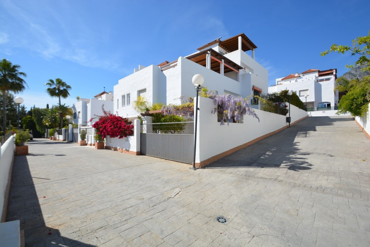 Townhouse in Las Cumbres de Nagueles, near Marbella center and very well connected by public transpo,Spain