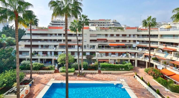 Middle Floor Apartment, Marbella, Costa del Sol. 3 Bedrooms, 3 Bathrooms, Built 190 m², Terrace 60 m,Spain