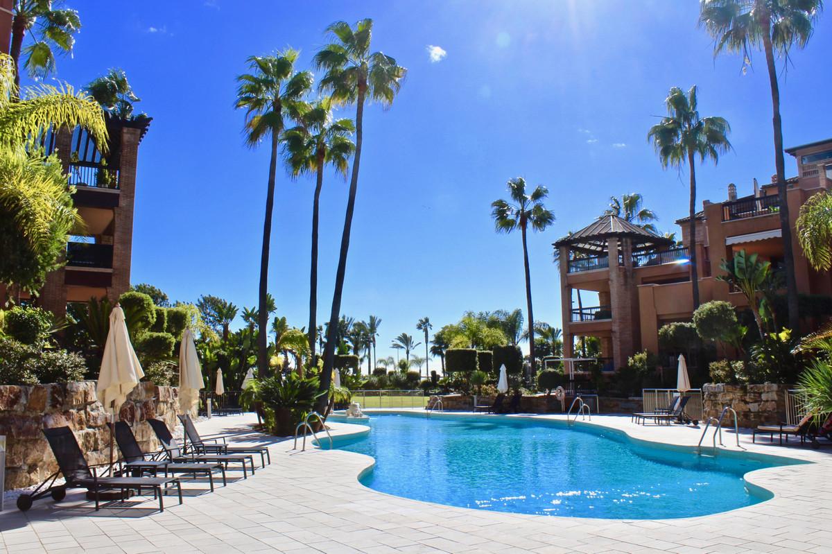 Top Floor Apartment, San Pedro de Alcantara, Costa del Sol. 3 Bedrooms, 4 Bathrooms, Built 160 m², T,Spain