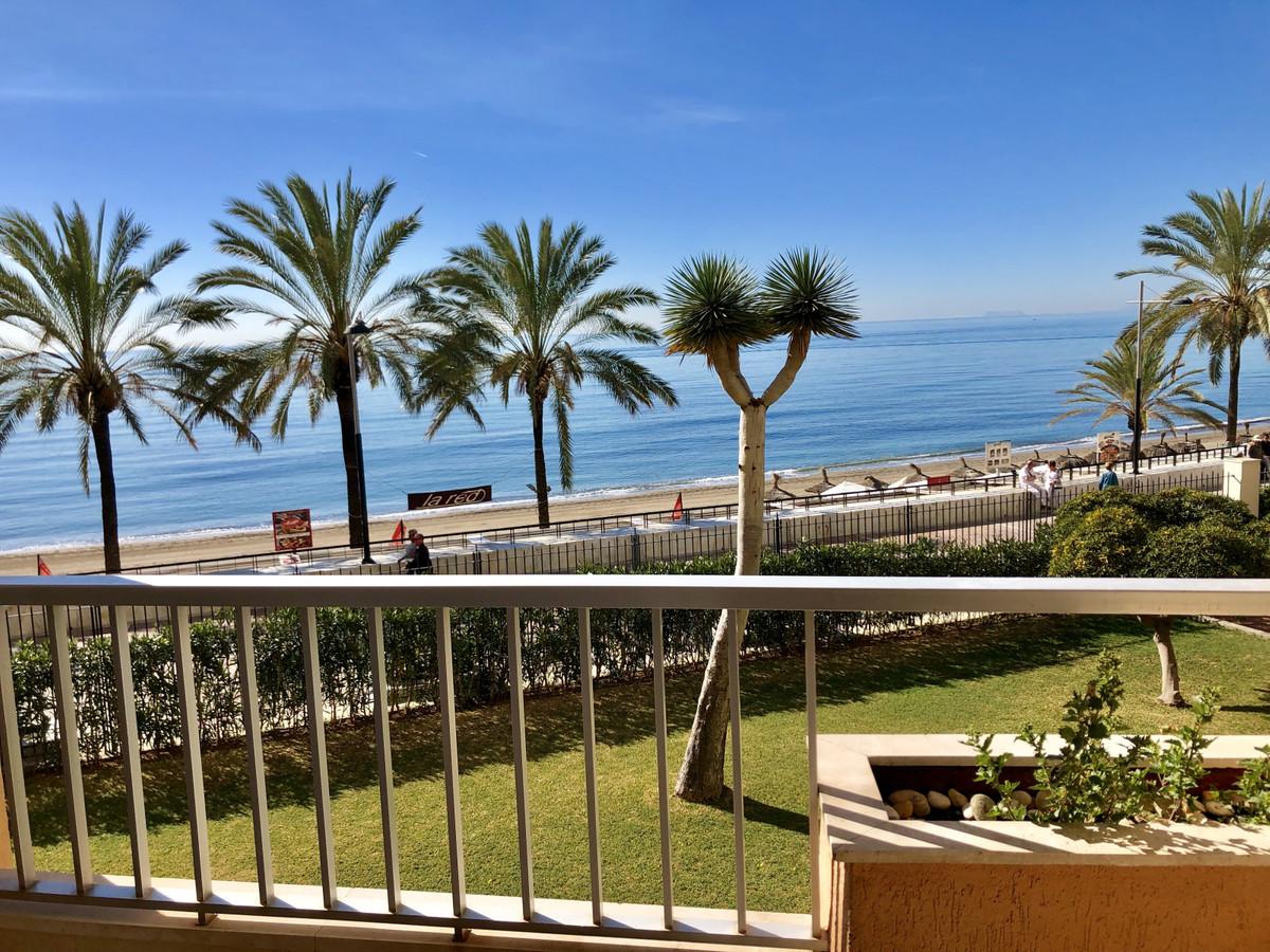 Middle Floor Studio, Marbella, Costa del Sol. Built 28 m², Terrace 8 m².  Setting : Beachfront, Town,Spain