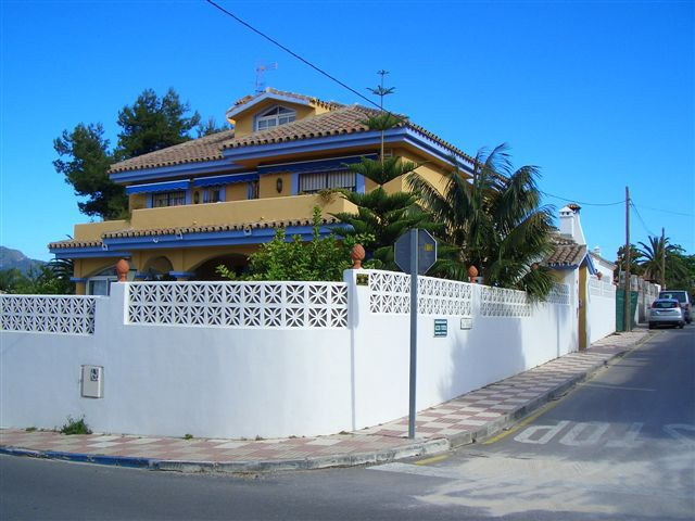Excellent location in San Pedro de Alcantara, close to the road access of Guadalmina. Walking distan,Spain