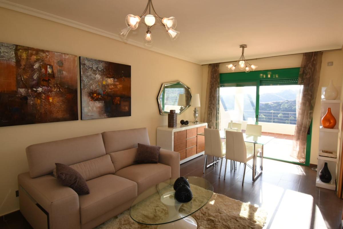 Penthouse, Selwo, Costa del Sol. 2 Bedrooms, 2 Bathrooms, Built 104 m², Terrace 20 m².  Setting : Co,Spain