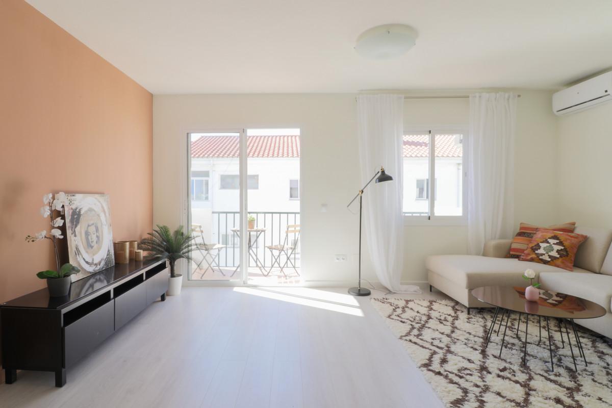 Top Floor Apartment, Selwo, Costa del Sol. 3 Bedrooms, 2 Bathrooms, Built 107 m², Terrace 8 m². Las ,Spain