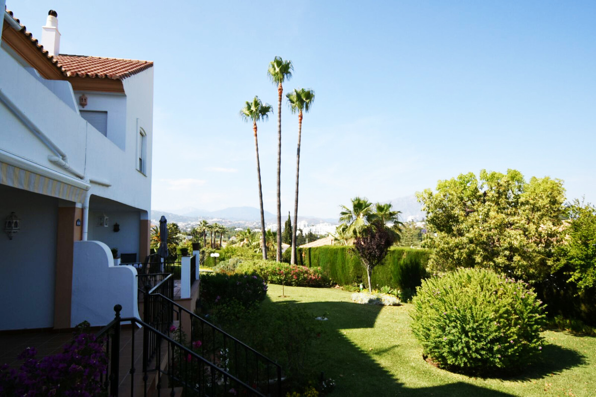 Townhouse, Atalaya, Costa del Sol. 3 Bedrooms, 3 Bathrooms, Built 151 m², Garden/Plot 40 m².  Settin,Spain