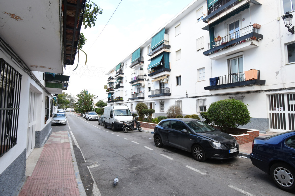 Middle Floor Apartment, La Campana, Costa del Sol. 3 Bedrooms, 1 Bathroom, Built 68 m², Terrace 6 m²,Spain