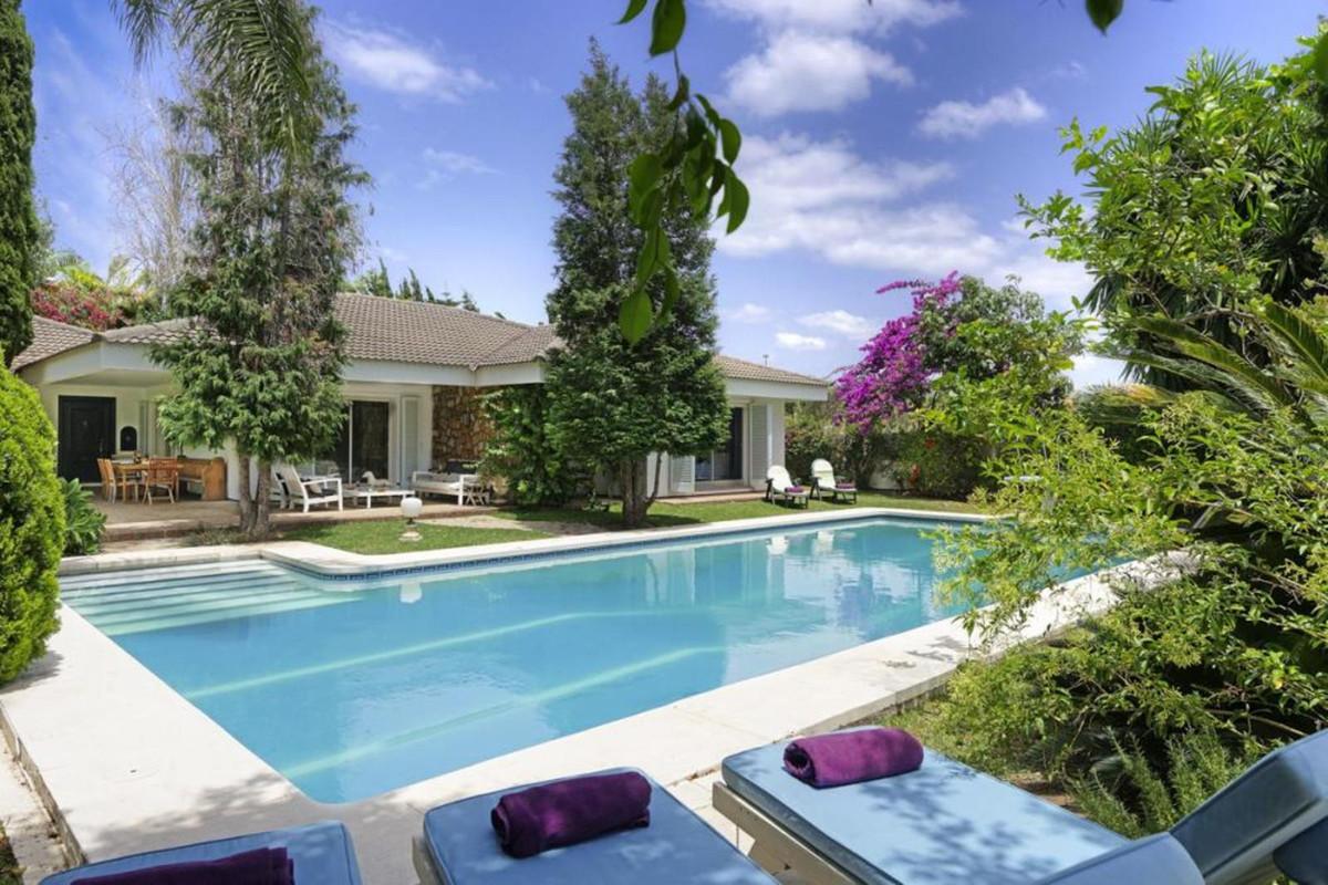 Detached Villa for sale in Marbella R3845095