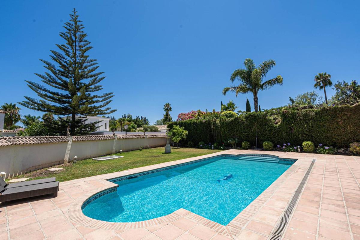 Villa in Nueva Andalucía