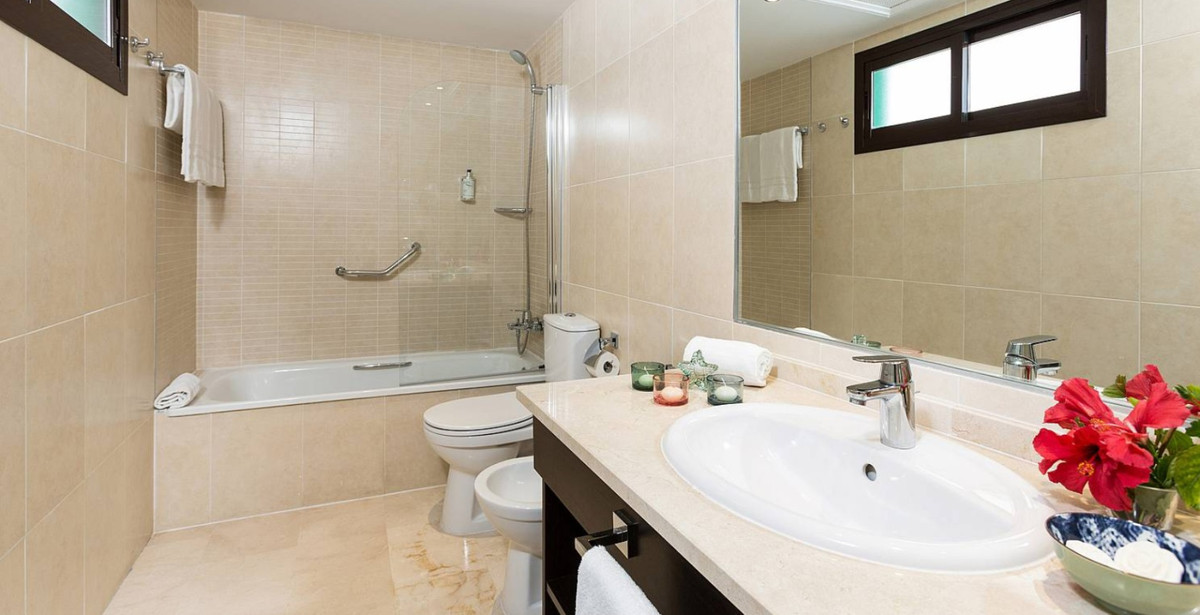 R3305875: Apartment for sale in Estepona