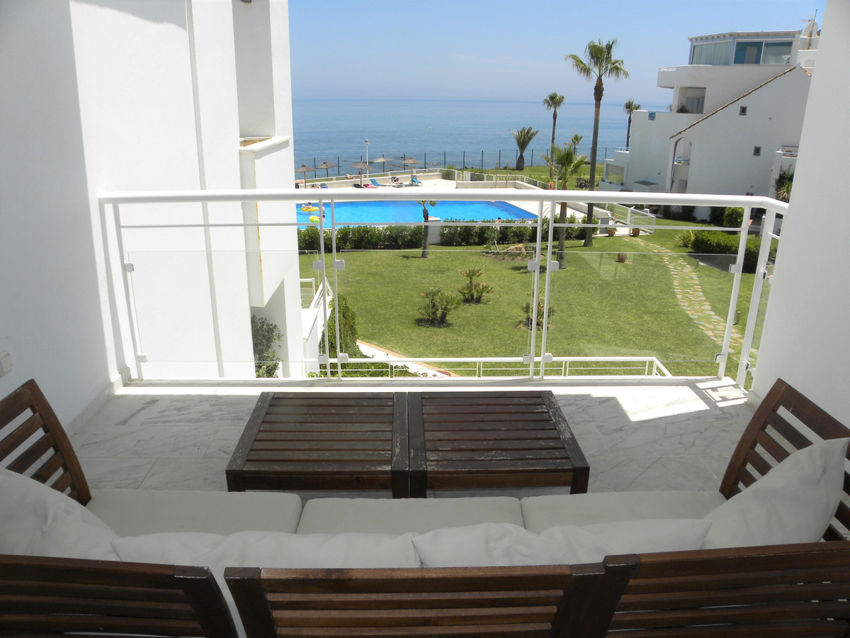 HUGE REDUCTION OF €100,000!!!!  An amazing frontline beach, South facing full frontal sea view apart,Spain