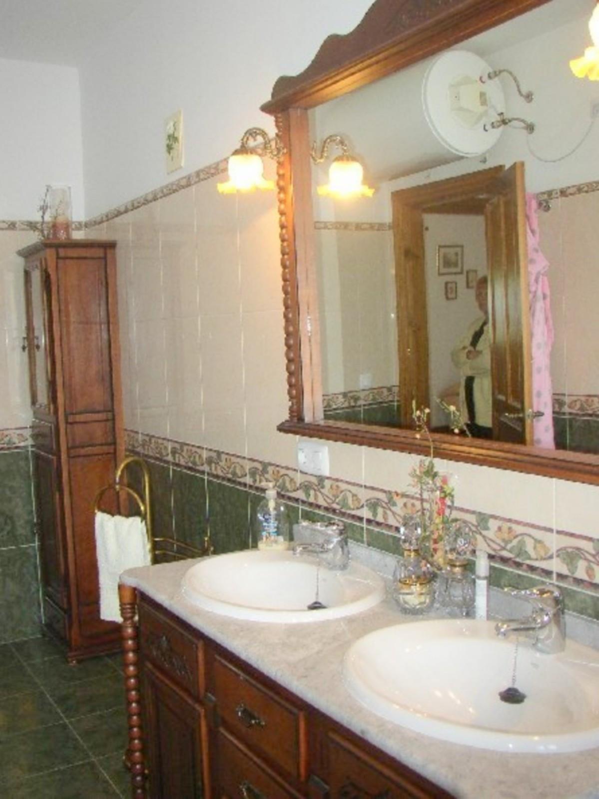 House in Alora R3569632 10