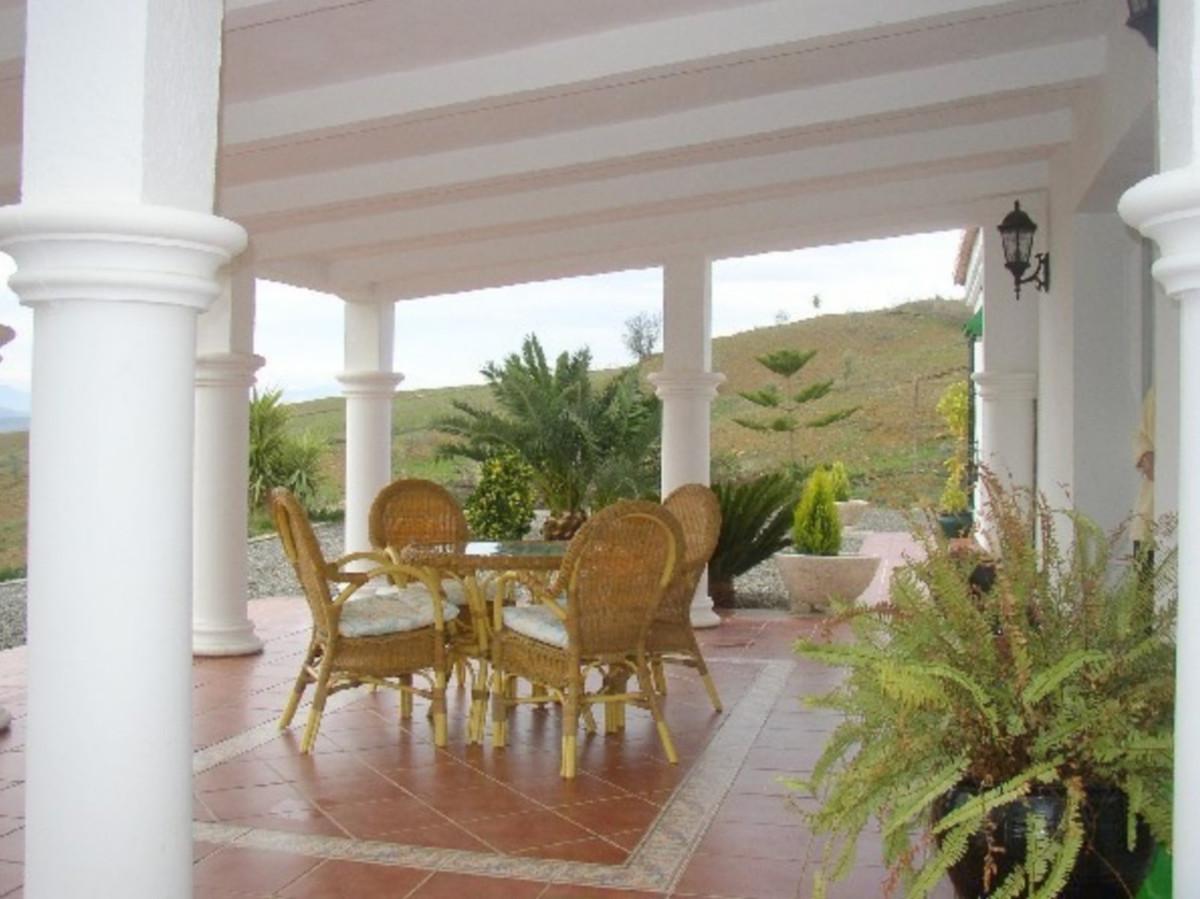House in Alora R3569632 11
