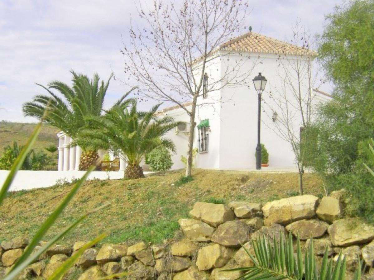 House in Alora R3569632 14