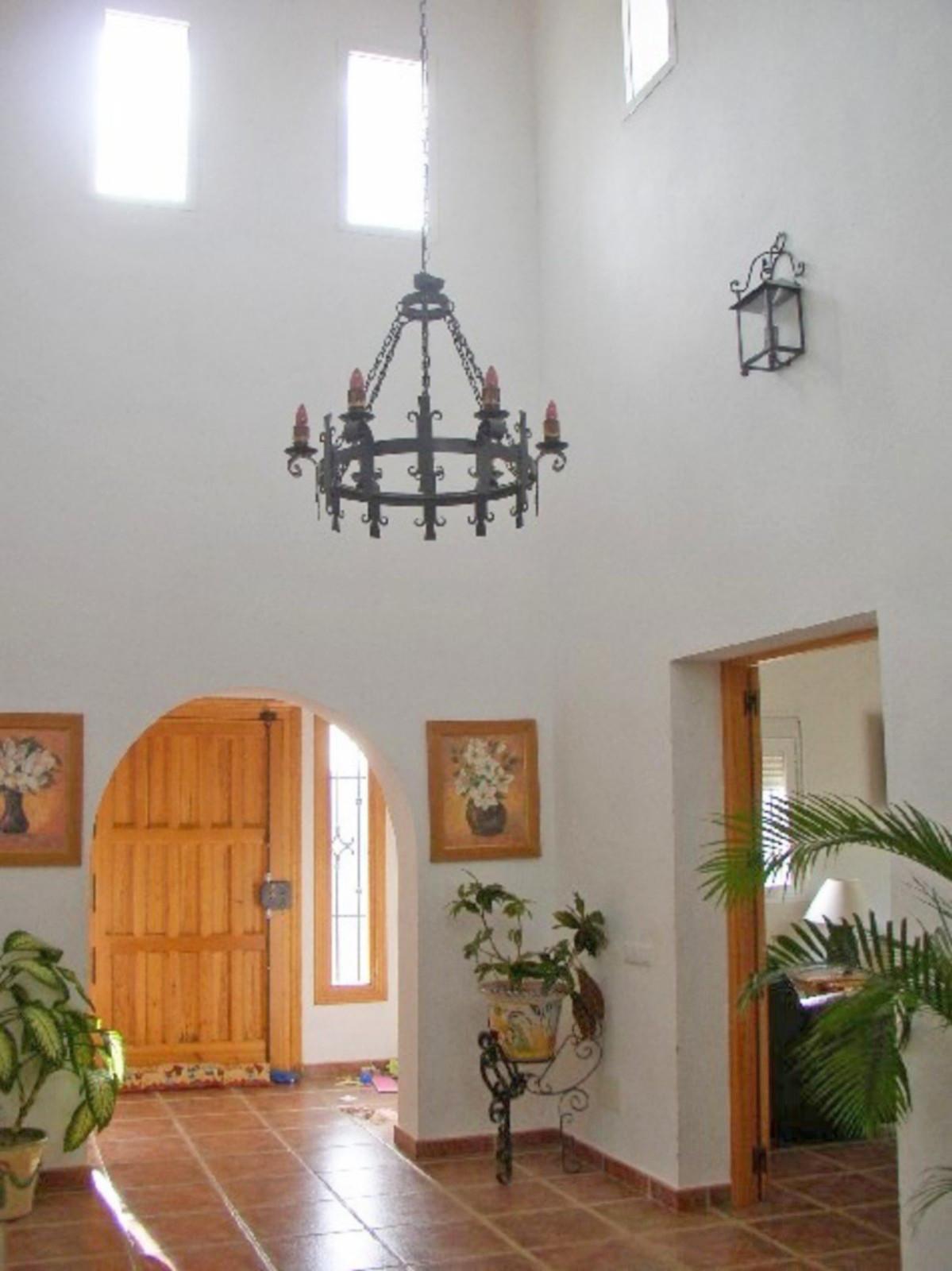 House in Alora R3569632 15