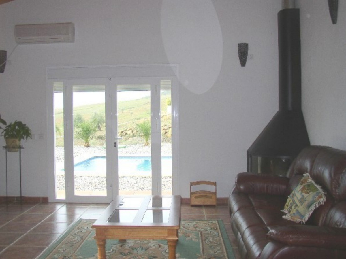 House in Alora R3569632 17