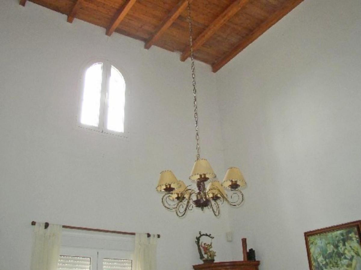 House in Alora R3569632 18