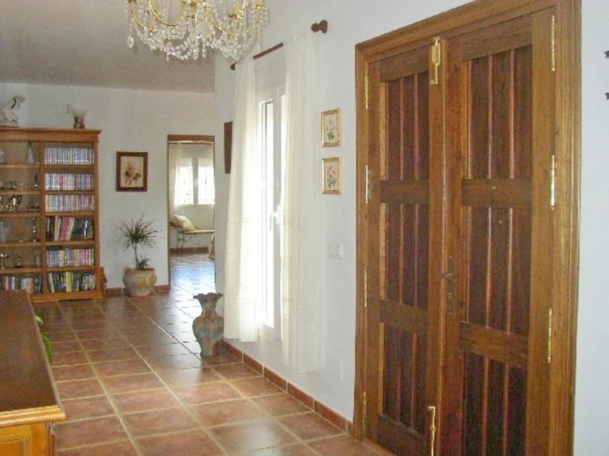 House in Alora R3569632 19